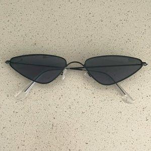 Black Cat Eye Sunglasses 🕶